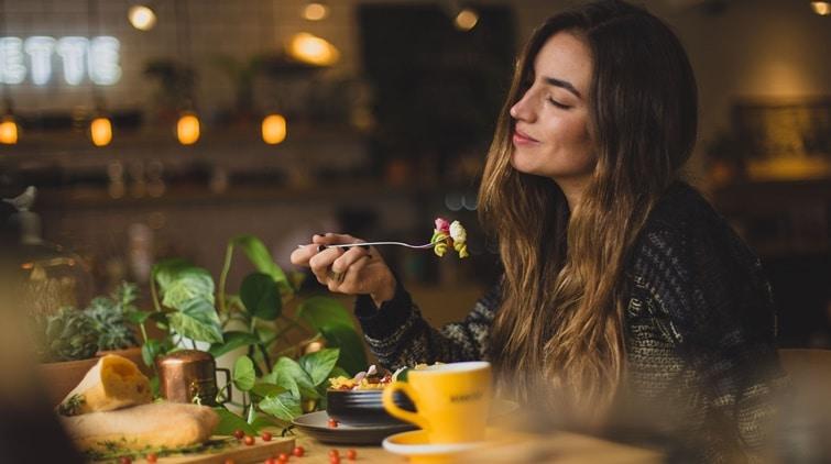 Read more about the article Benarkah Makan Malam Bisa Menyebabkan Kegemukan